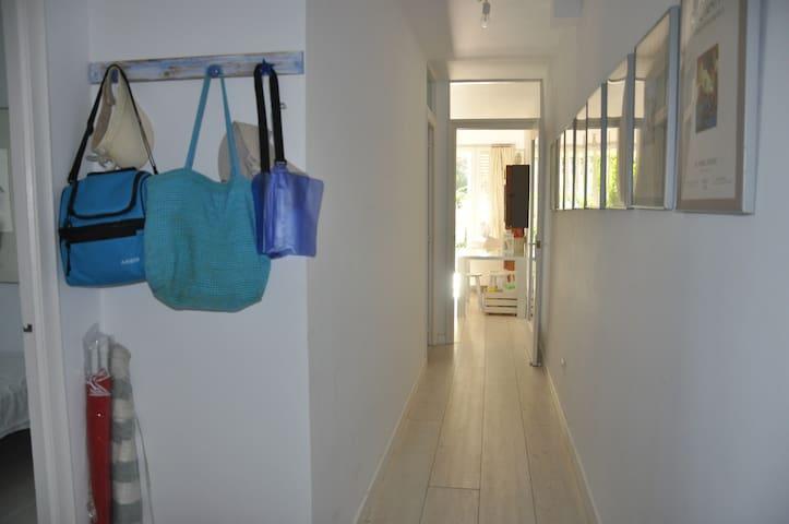 Hall y pasillo en la zona de dormitorios