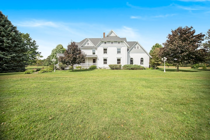 7600sqft, 8 bedroom estate on 10 acres