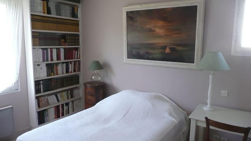 Chambre calme dans maison avec jardin et piscine - Brive-la-Gaillarde - Huis