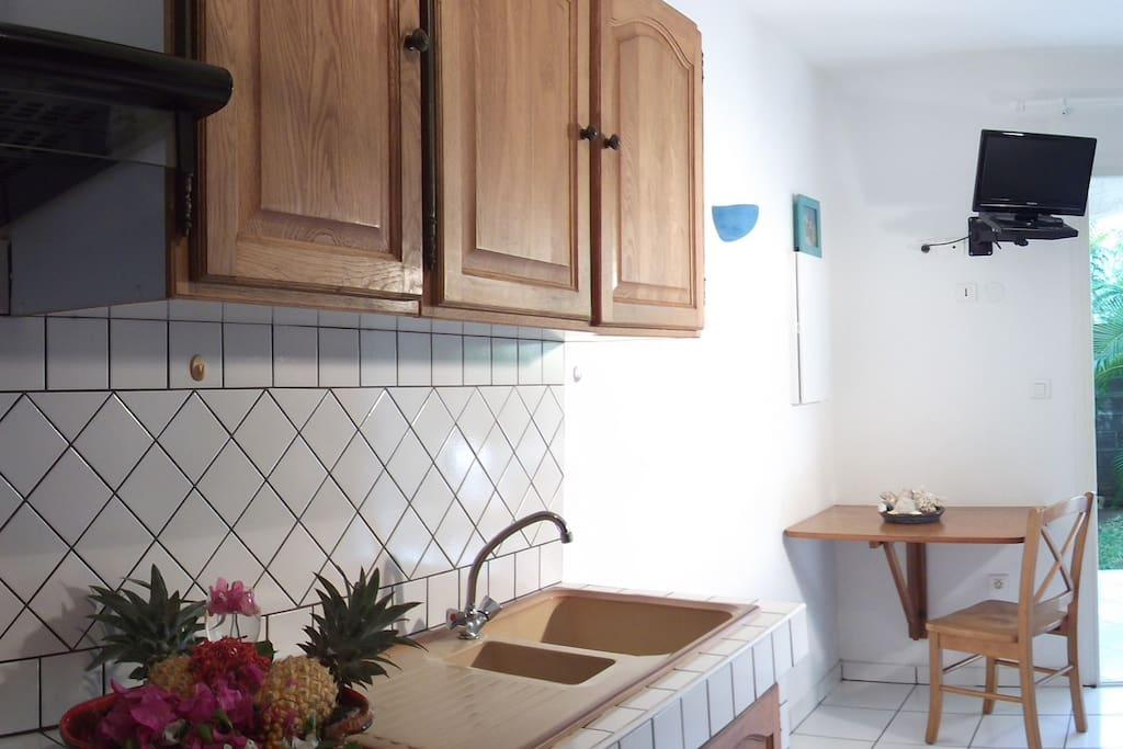 Studio meublé équipé d'une cuisine