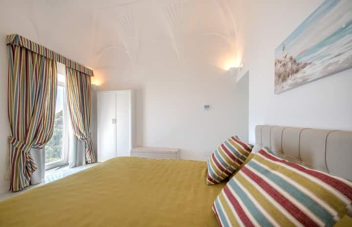 In villa lussuosa con bagno privato a Positano