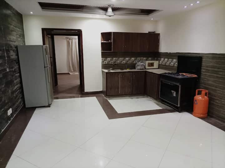 Furnished apartments for Couples & Families.