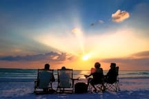 Worlds Best Sunsets - 2 blocks to Siesta Beach