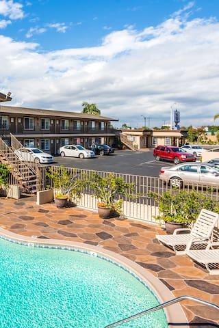 Hotel 414 Anaheim - 2 Deluxe Queen Beds