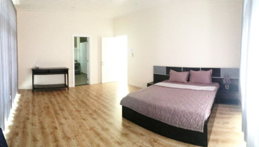 Biger bedroom with queen size bed and 2 mattress added for more people