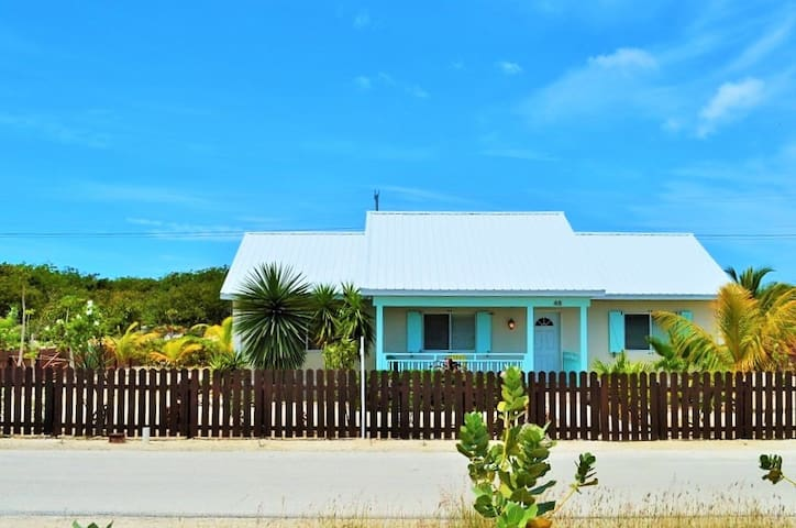 A Beautiful Home near Beach, Dining - Caicos Islands - บ้าน