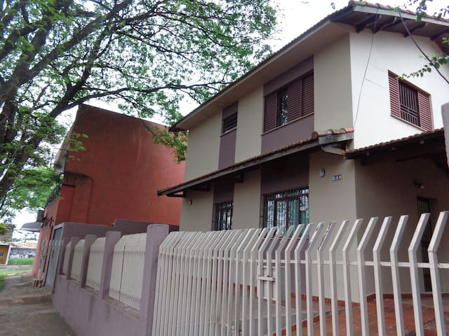2-story house in a convenient location - Maringá - House
