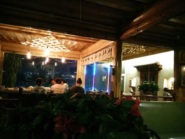 Mutak Guesthouse - Huangnan - House