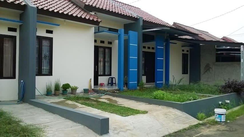 Cheap and comfort near Bogor City - Bojong Gede - Haus