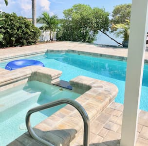 Private pool, Bikes, kayak 2BD Waterfront escape