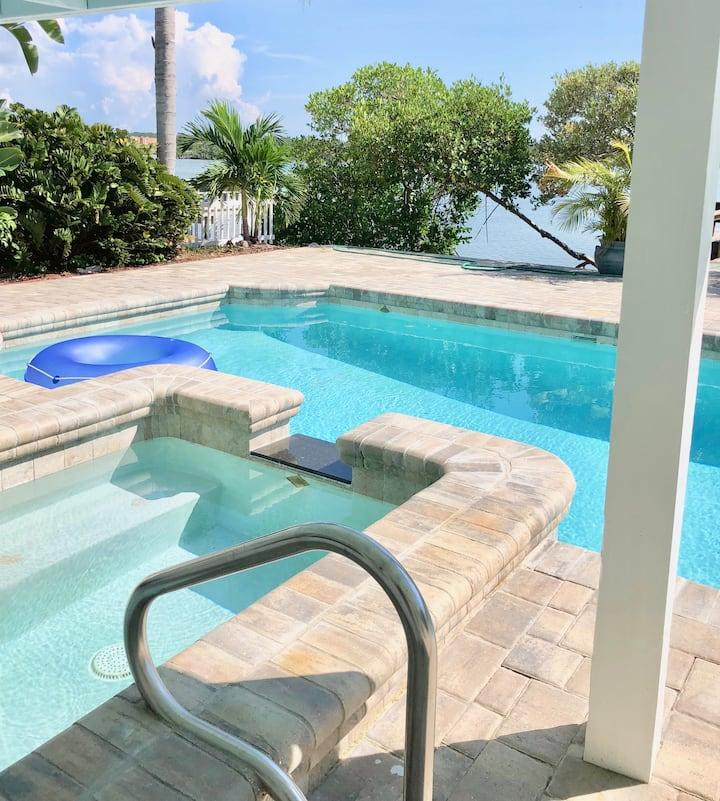 Private pool, Bikes, kayak 2BD Waterfront escape