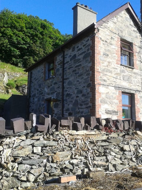 Cosy, clean, welcoming Bwthyn Bach Gilfach