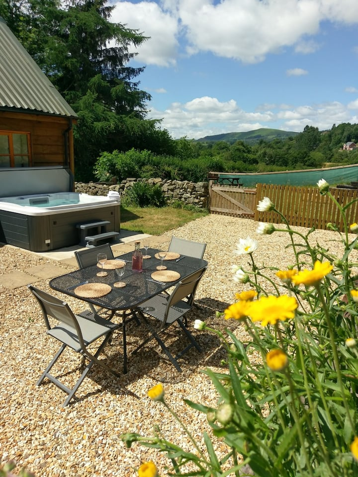 7* Self Catering- hot tub spa and outside space.