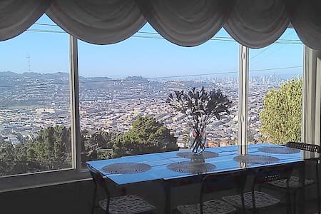 Sunny house with San Francisco panoramic views - Daly City