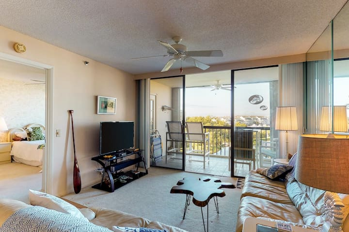 Comfortable condo with three shared pools and a hot tub!