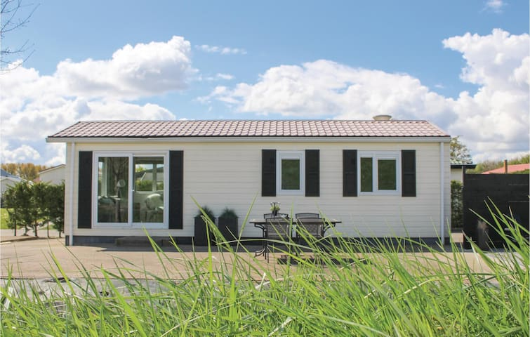 Holiday cottage with 1 bedroom on 40 m² in Sint-Annaland