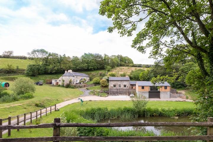 Enchanting Torr  Barn, Slapton, Devon