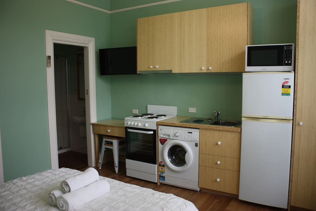 Complete Kitchen with Washing Machine