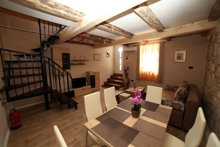 Apartment Anitea 6+2 centre Pula,near Arena - Pula - Pis