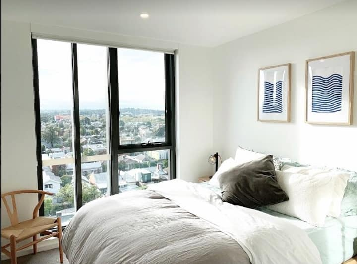 Stylish Collingwood apartment with rooftop views