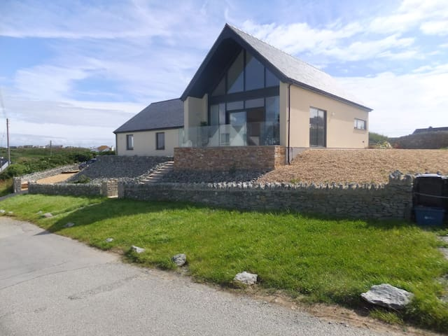 Luxury 5-Star Accommodation seaside Trearddur Bay - Bae Trearddur - Villa