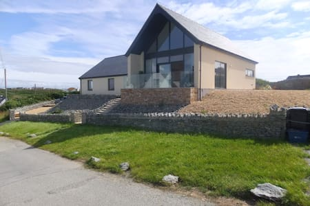 Luxury 5-Star Accommodation seaside Trearddur Bay - Bae Trearddur - 別荘