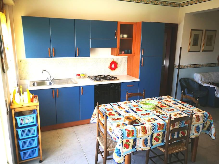 Zona pranzo. Cucina