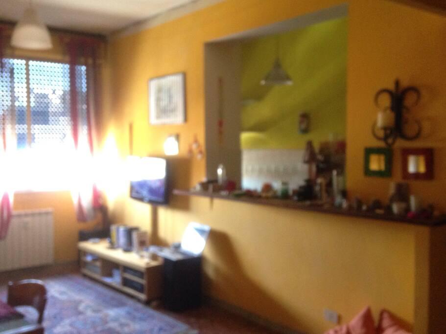 sala con apertura sulla cucina