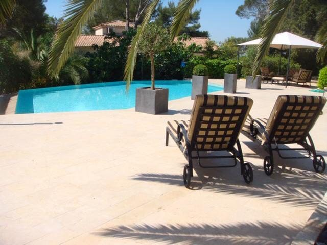 Beautiful villa -sleeps 6/8 in Roquefort les Pins