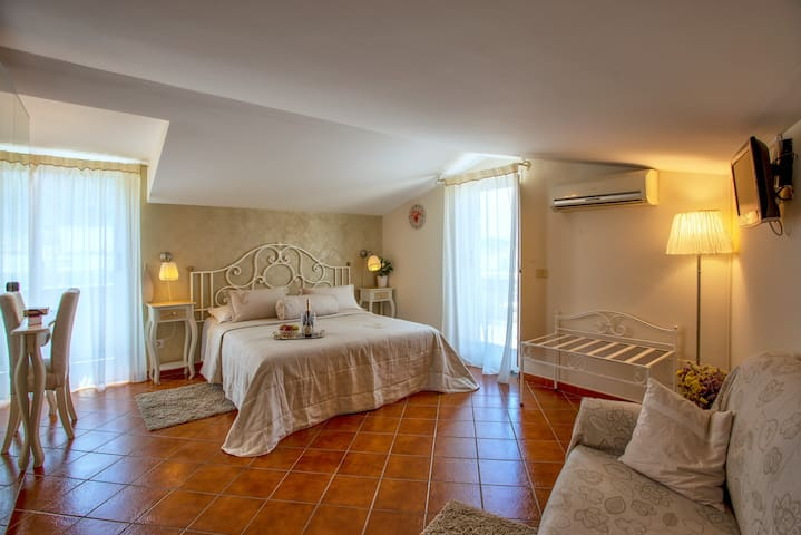 Anna room (in Villa Concetta B&B), Sorrento center