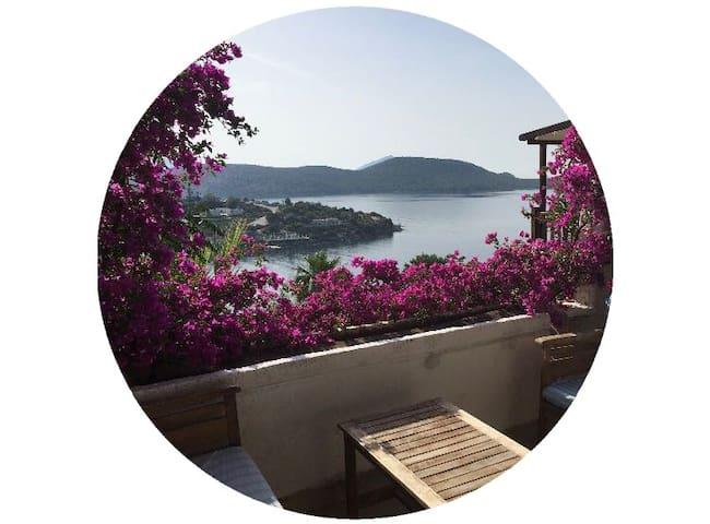 Villa with breathtaking sea view / Manzaralı villa