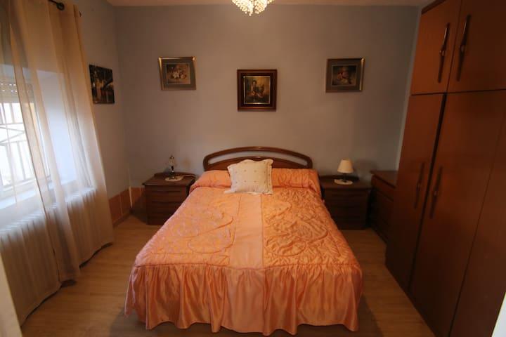 Habitación.2 con cama Queen. Opción 2 camas individuales bajo previa petición.
