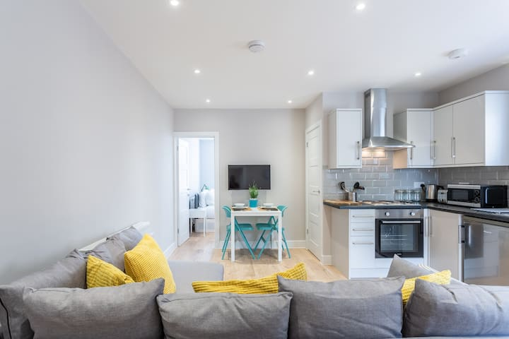 Bright, Stylish, and Modern Two Bedroom