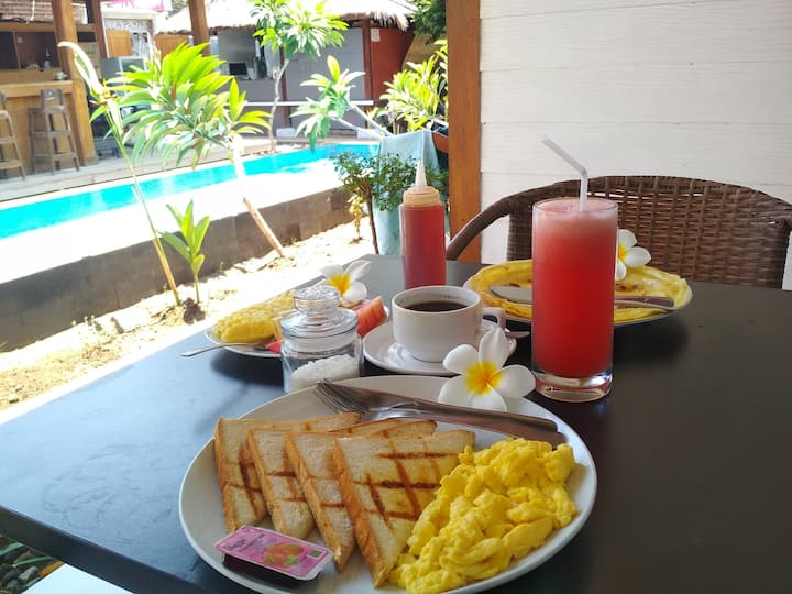 PHYPHY 1 LOCATION, POOLSIDE ROOMS, BREAKFAST!!