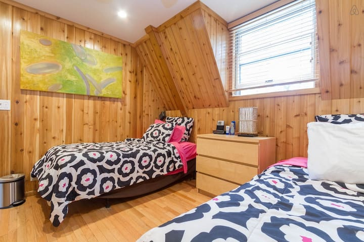 Fire Island Pines Twin Bedroom, 2 Beds-pool, sauna