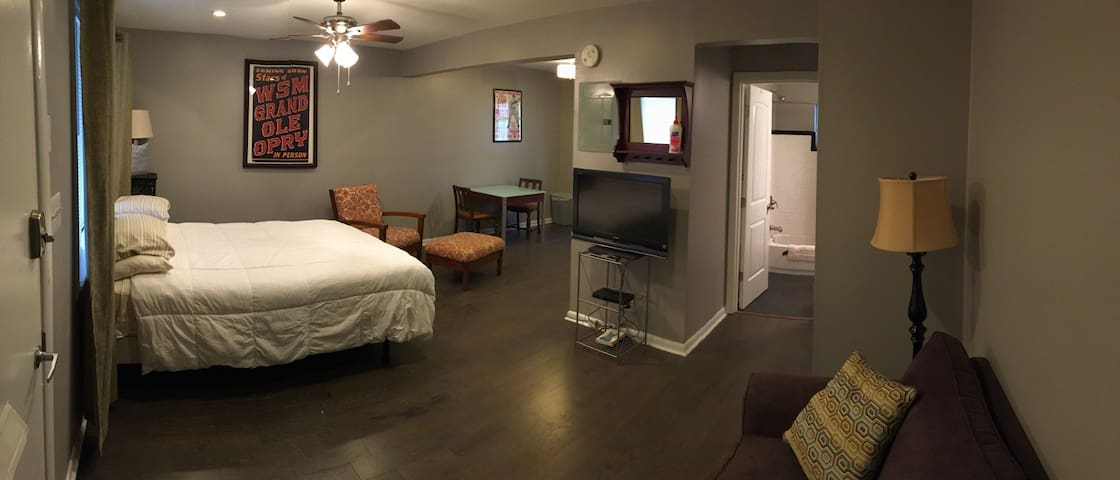 Renovated motel studio - Nashville