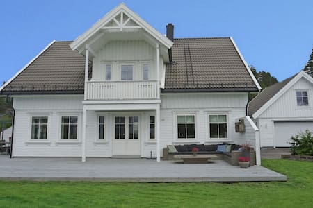 Four bedroom house with a large garden