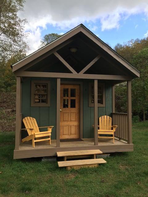 Cozy Couples Cabin w/Mountain Views