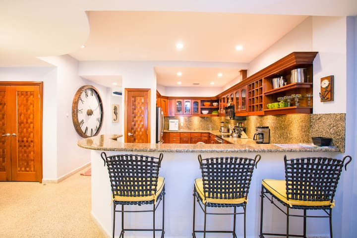 If needed, the breakfast adds more sitting space for you and your guests