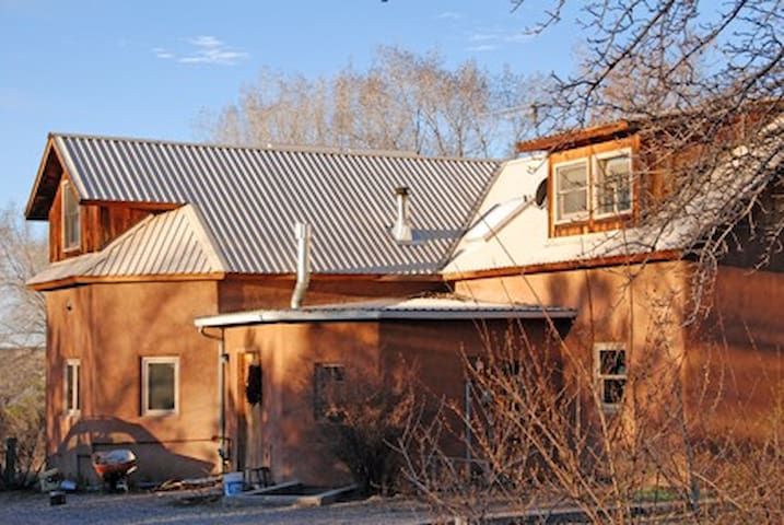 2 single sunny bedrooms upstairs - Chimayo - Casa