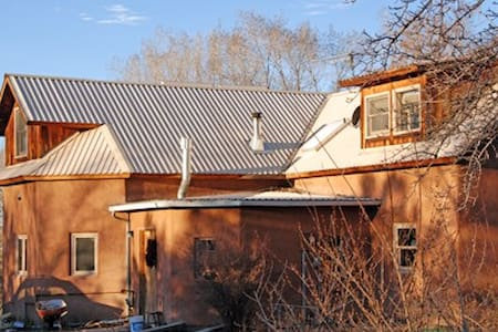 2 single sunny bedrooms upstairs - Chimayo - Haus