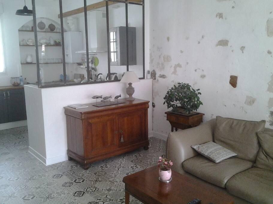 belle chambre d 39 h te maisons de ville louer la rochelle nouvelle aquitaine france. Black Bedroom Furniture Sets. Home Design Ideas