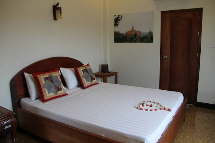 Quiet room for two in Battambang