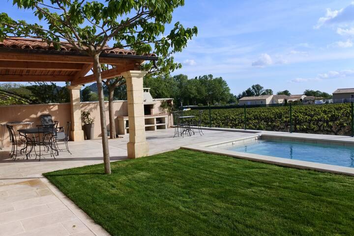 Charmante villa avec piscine au cœur du village