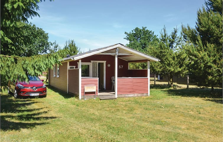 Holiday cottage with 3 bedrooms on 40m² in Hovborg