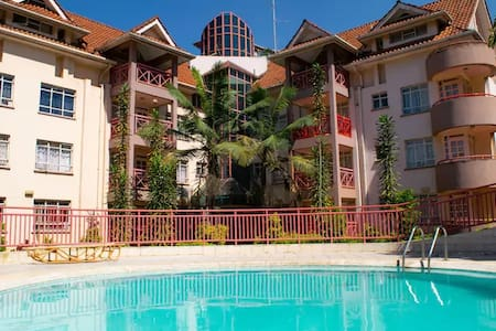 Elegant Townhouse w/Pool,WIFI, Cable TV, Westlands