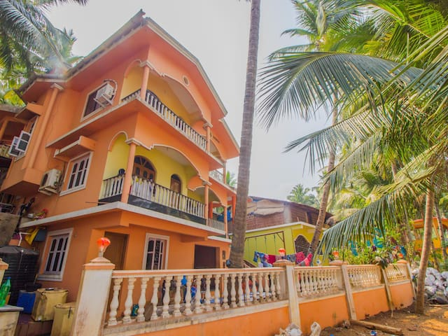 OYO Discount Alert ⚠ Elegant 1BR Near Hollant Beach, Goa