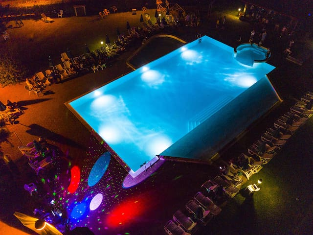 Piscina di notte / Swimming Pool by night