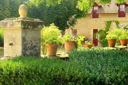 Le Pavillon IV, kleinschalig park in de Dordogne - Hautefort - Casa