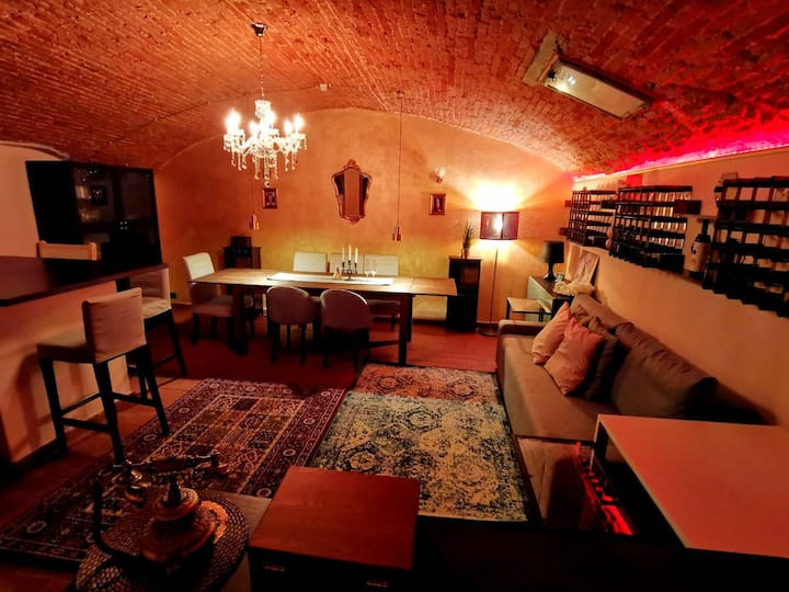 LA CAVE ROUGE - Secret wine cellar in the center!